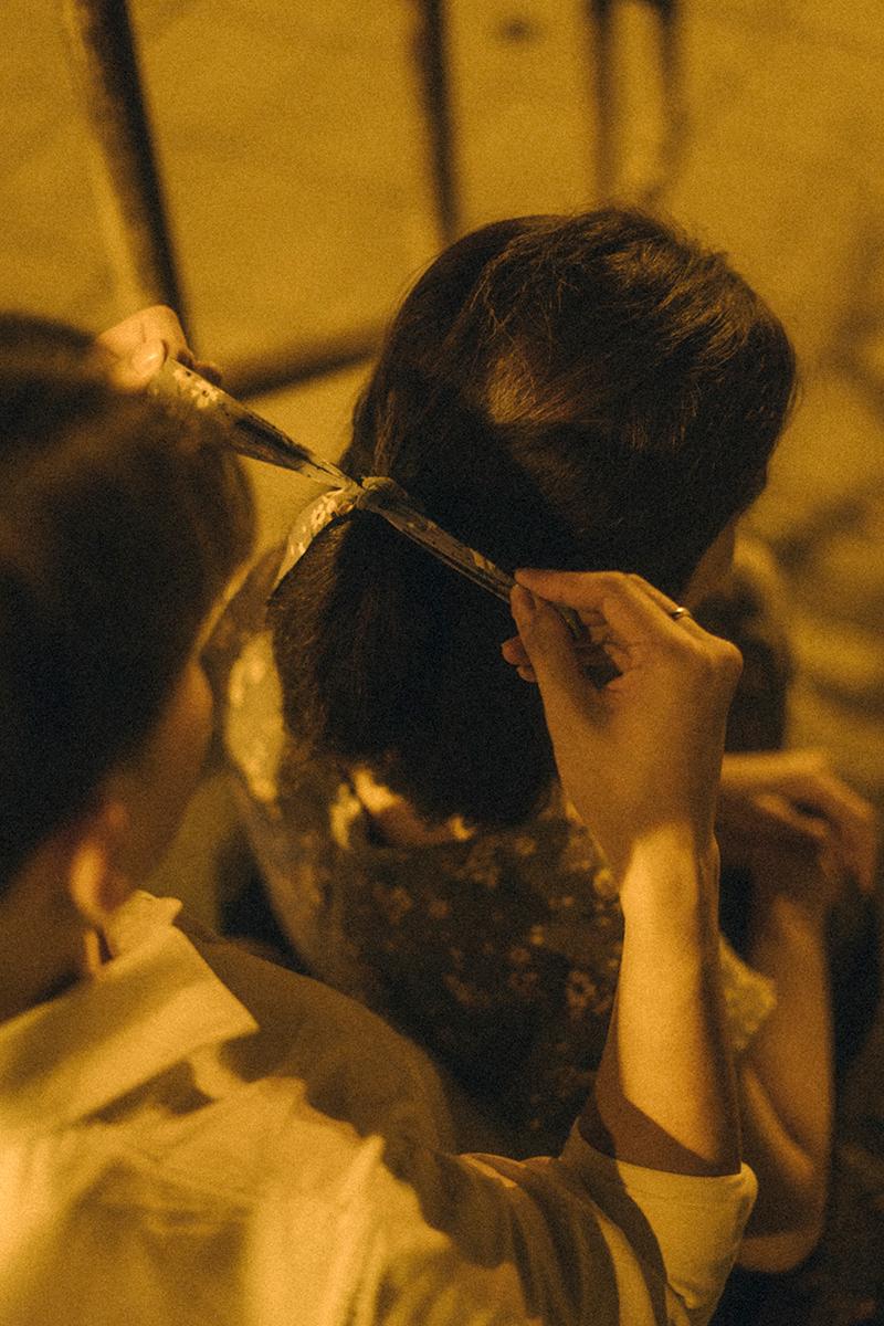 Ảnh tình yêu chụp vội của cặp đôi 'chị-em' trên phố Hà Nội thu hút nghìn 'like' 19