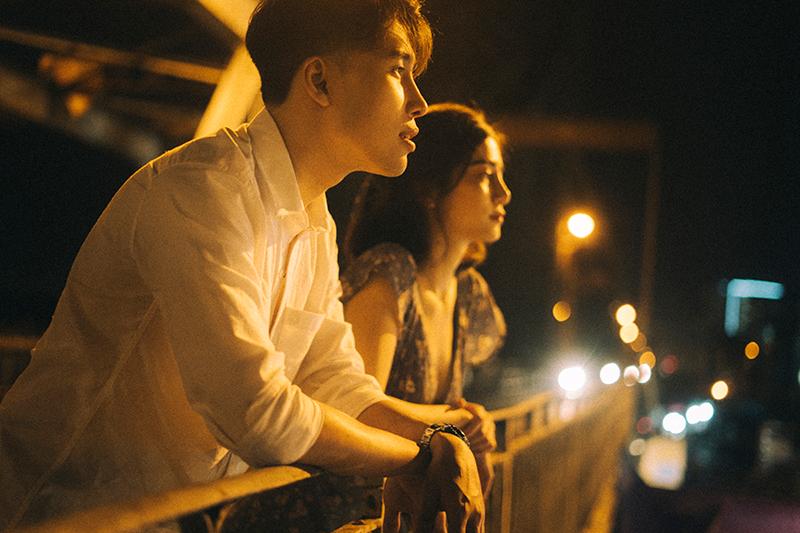 Ảnh tình yêu chụp vội của cặp đôi 'chị-em' trên phố Hà Nội thu hút nghìn 'like' 6