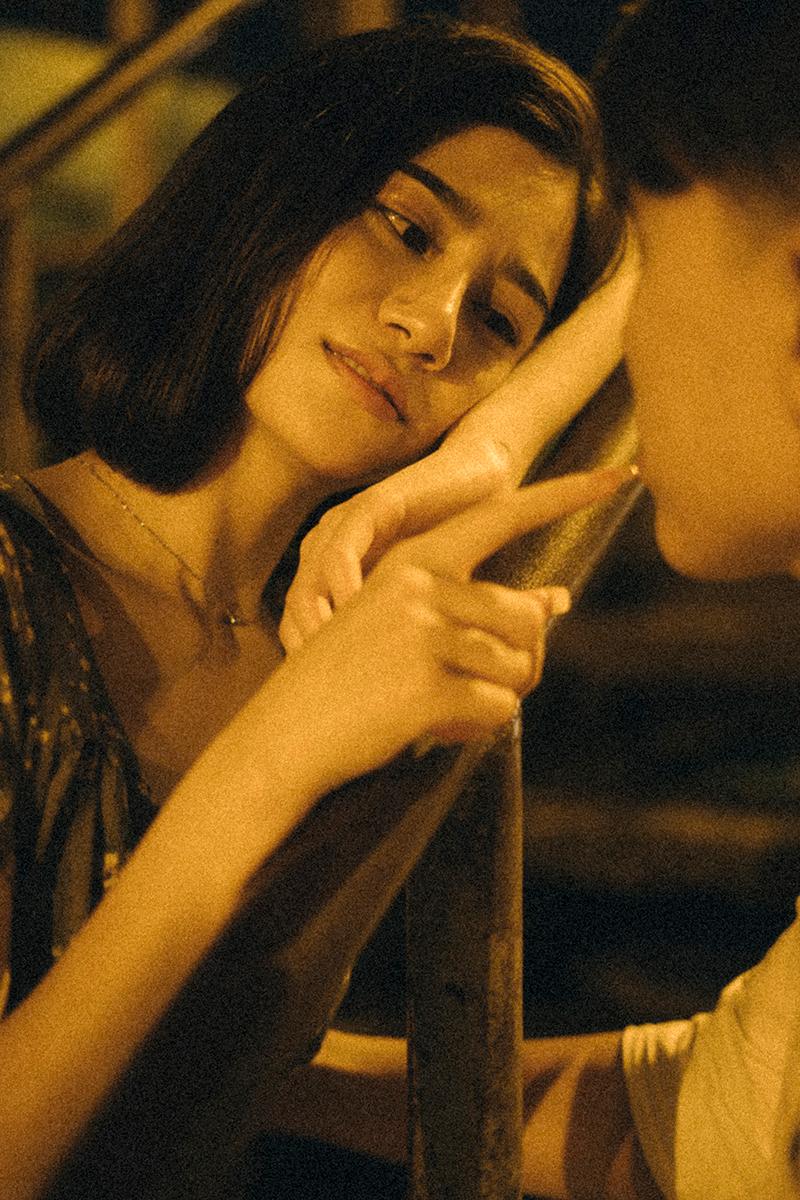 Ảnh tình yêu chụp vội của cặp đôi 'chị-em' trên phố Hà Nội thu hút nghìn 'like' 21