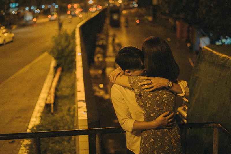 Ảnh tình yêu chụp vội của cặp đôi 'chị-em' trên phố Hà Nội thu hút nghìn 'like' 20