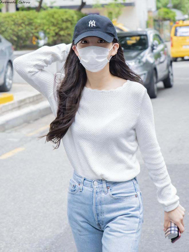 Muốn mặc đẹp như sao Hàn mà không tốn kém, bạn hãy tập trung đầu tư vào 5 món đồ này