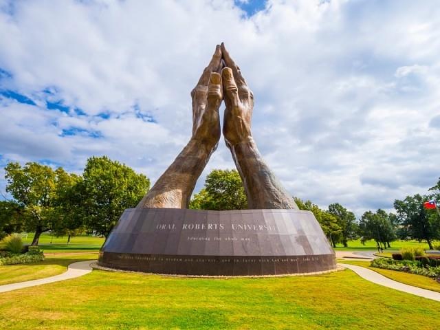 Những thiết kế kiến trúc hình bàn tay nổi tiếng không kém Cầu Vàng