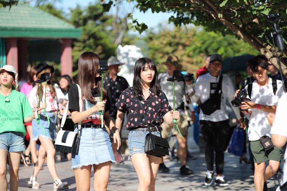 Đà Nẵng nổi lên như một địa điểm vàng, hàng loạt sao Hàn kéo nhau đến du lịch, chụp tạp chí ngày một đông - Ảnh 41.