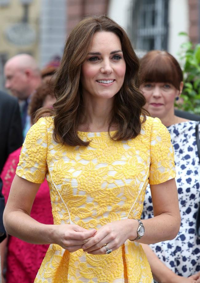 Không chỉ quy định trang phục ngặt nghèo, đến chuyện làm đẹp các nàng dâu Hoàng gia Anh cũng phải tuân theo 4 nguyên tắc này - Ảnh 5.