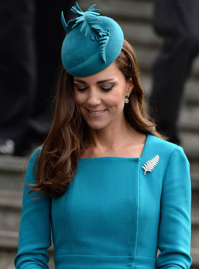 Không chỉ quy định trang phục ngặt nghèo, đến chuyện làm đẹp các nàng dâu Hoàng gia Anh cũng phải tuân theo 4 nguyên tắc này - Ảnh 6.