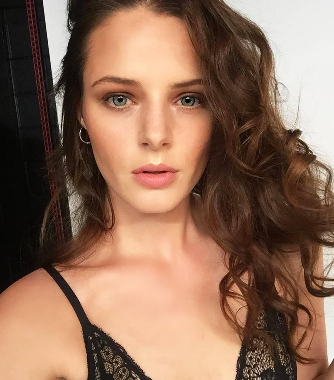 Bí kíp giúp các người mẫu có làn da hoàn hảo khi lên hình mà không cần đến Photoshop, trong đó có nhiều sản phẩm chỉ vài trăm nghìn - Ảnh 11.