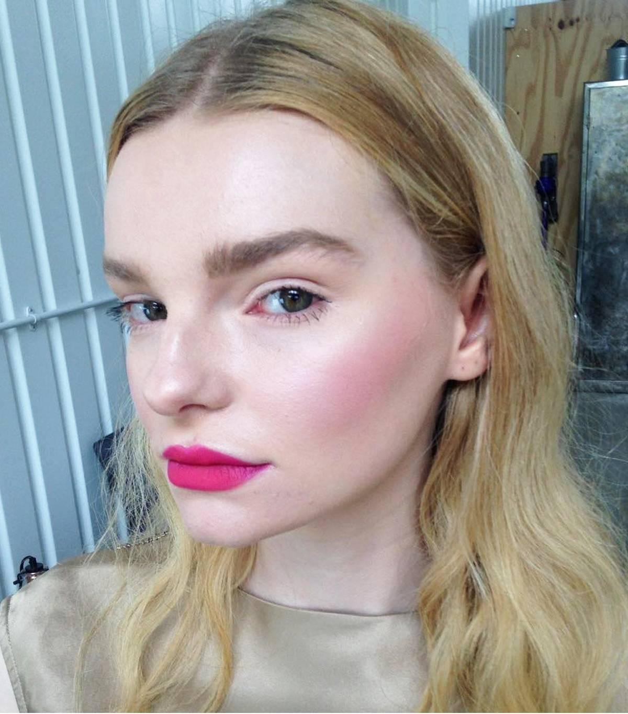 Bí kíp giúp các người mẫu có làn da hoàn hảo khi lên hình mà không cần đến Photoshop, trong đó có nhiều sản phẩm chỉ vài trăm nghìn - Ảnh 6.
