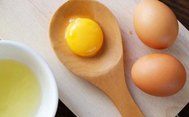 Ai cũng sợ ăn trứng gà làm tăng cholesterol nhưng mỗi ngày ăn một quả trứng gà sẽ nhận được lợi ích ai cũng muốn như sau - Ảnh 2.