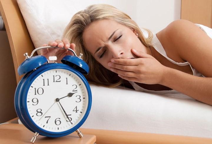 10 thói quen hàng ngày gây tổn hại thị lực của bạn - Ảnh 7.