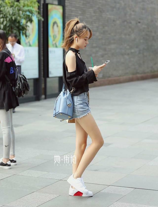 Con gái Trung Quốc mặc đẹp 'hết phần thiên hạ' dù chụp ngẫu nhiên trên phố