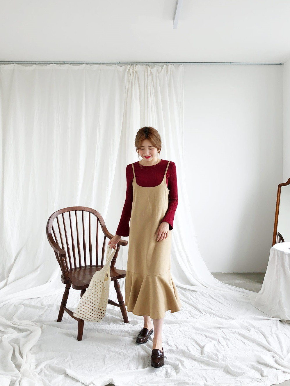 Đừng vội cất những chiếc váy hai dây bởi các nàng có thể diện được muôn kiểu tuyệt xinh trong tiết thu se lạnh 9