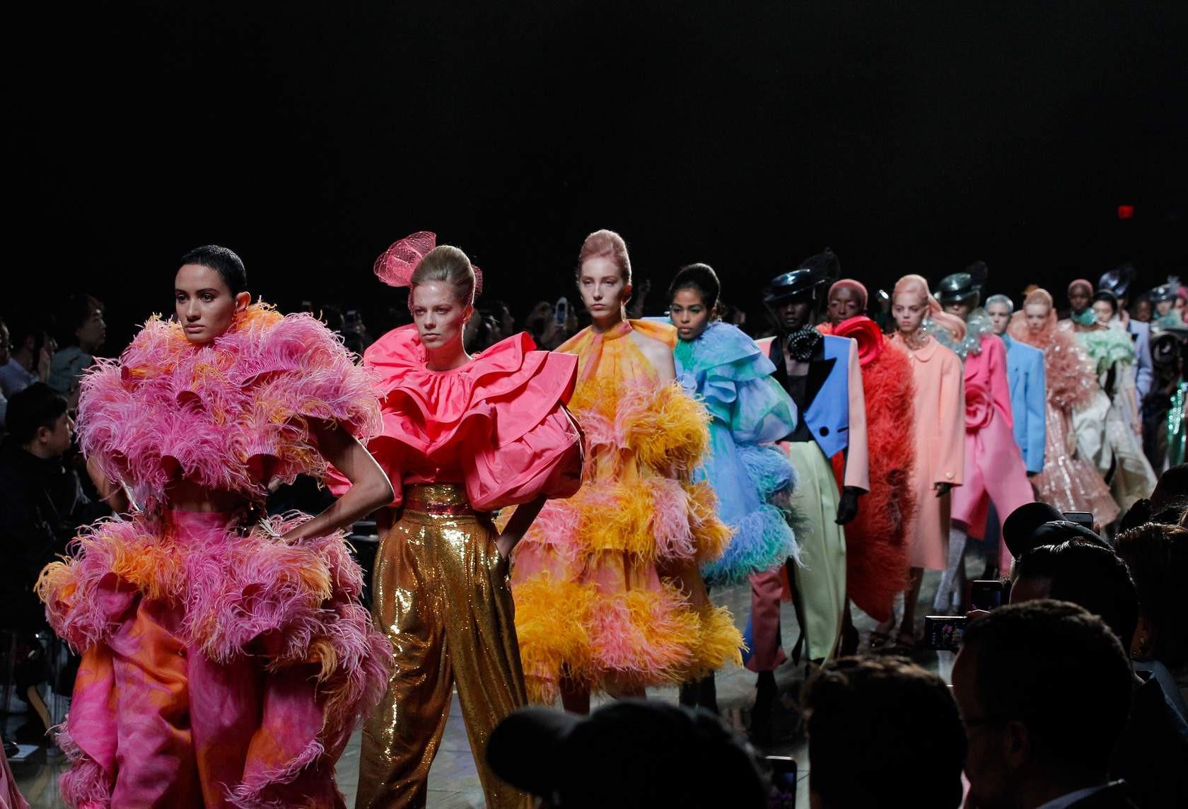 Drama đỉnh điểm: Giới thạo tin đồn Marc Jacobs cố tình bắt khách chờ 90 phút để không tới dự được show Rihanna - Ảnh 3.