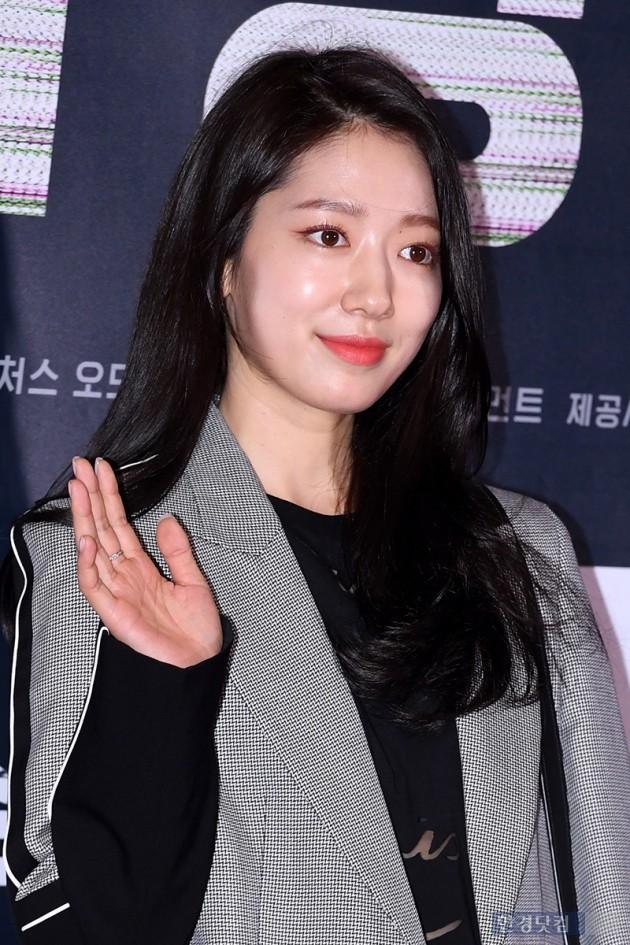 Sự kiện hội tụ dàn sao siêu VIP: Yoona và Park Shin Hye đọ sắc, Jung Hae In bí xị vì Son Ye Jin cặp với Hyun Bin? - Ảnh 22.
