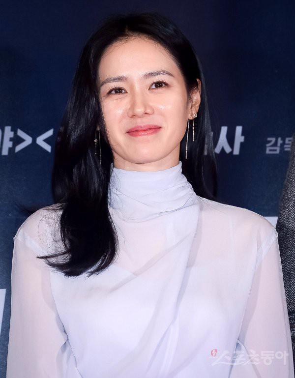 Sự kiện hội tụ dàn sao siêu VIP: Yoona và Park Shin Hye đọ sắc, Jung Hae In bí xị vì Son Ye Jin cặp với Hyun Bin? - Ảnh 3.