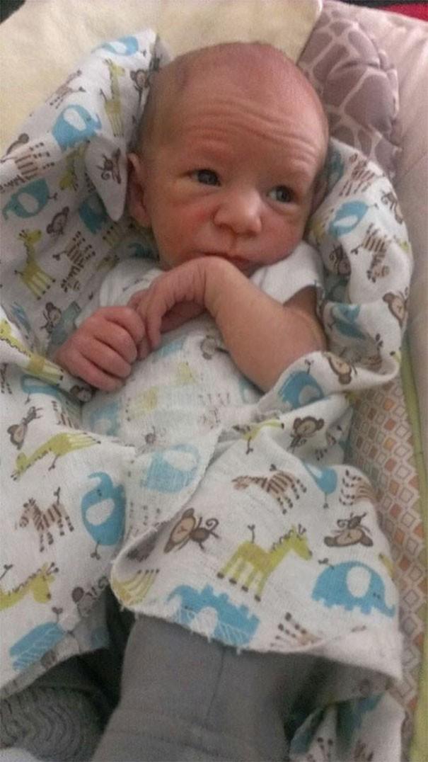 Chùm ảnh: Những em bé sơ sinh có gương mặt già như quả cà, một nhóc còn giống hệt Gordon Ramsay - Ảnh 5.