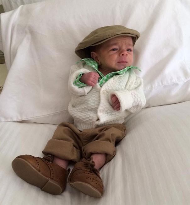 Chùm ảnh: Những em bé sơ sinh có gương mặt già như quả cà, một nhóc còn giống hệt Gordon Ramsay - Ảnh 14.