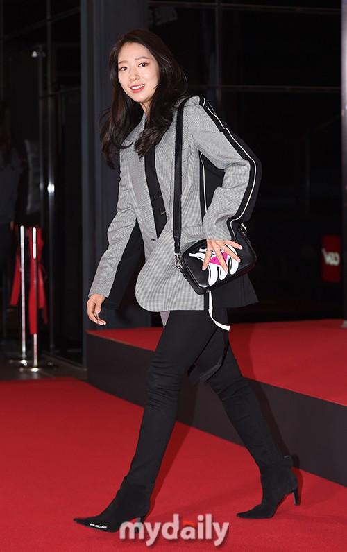 Sự kiện hội tụ dàn sao siêu VIP: Yoona và Park Shin Hye đọ sắc, Jung Hae In bí xị vì Son Ye Jin cặp với Hyun Bin? - Ảnh 18.