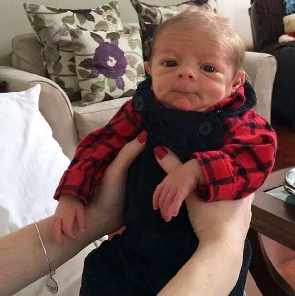 Chùm ảnh: Những em bé sơ sinh có gương mặt già như quả cà, một nhóc còn giống hệt Gordon Ramsay - Ảnh 10.