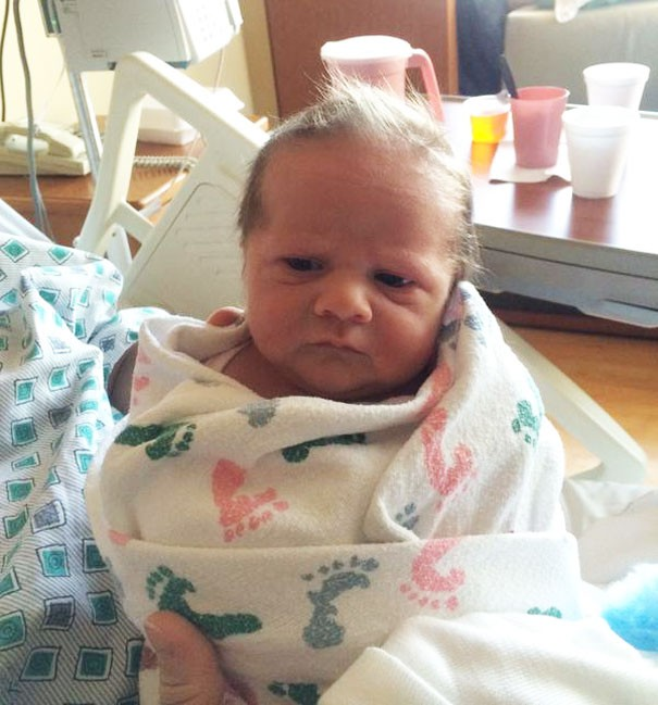 Chùm ảnh: Những em bé sơ sinh có gương mặt già như quả cà, một nhóc còn giống hệt Gordon Ramsay - Ảnh 6.