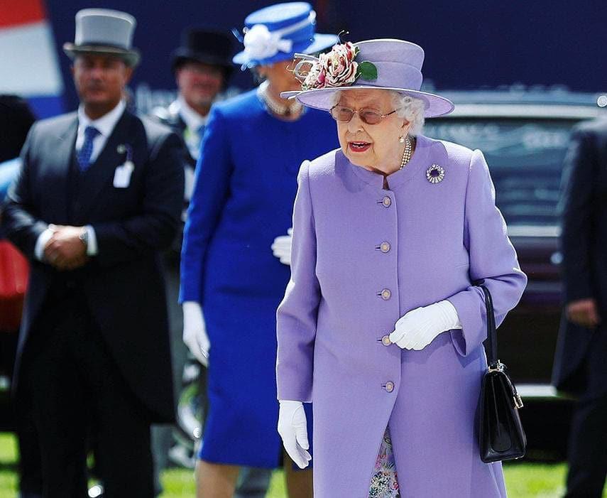 Ngoài gu diện đồ sặc sỡ, Nữ hoàng Anh còn có 5 bí mật làm nên phong cách thời trang không thể trộn lẫn - Ảnh 19.