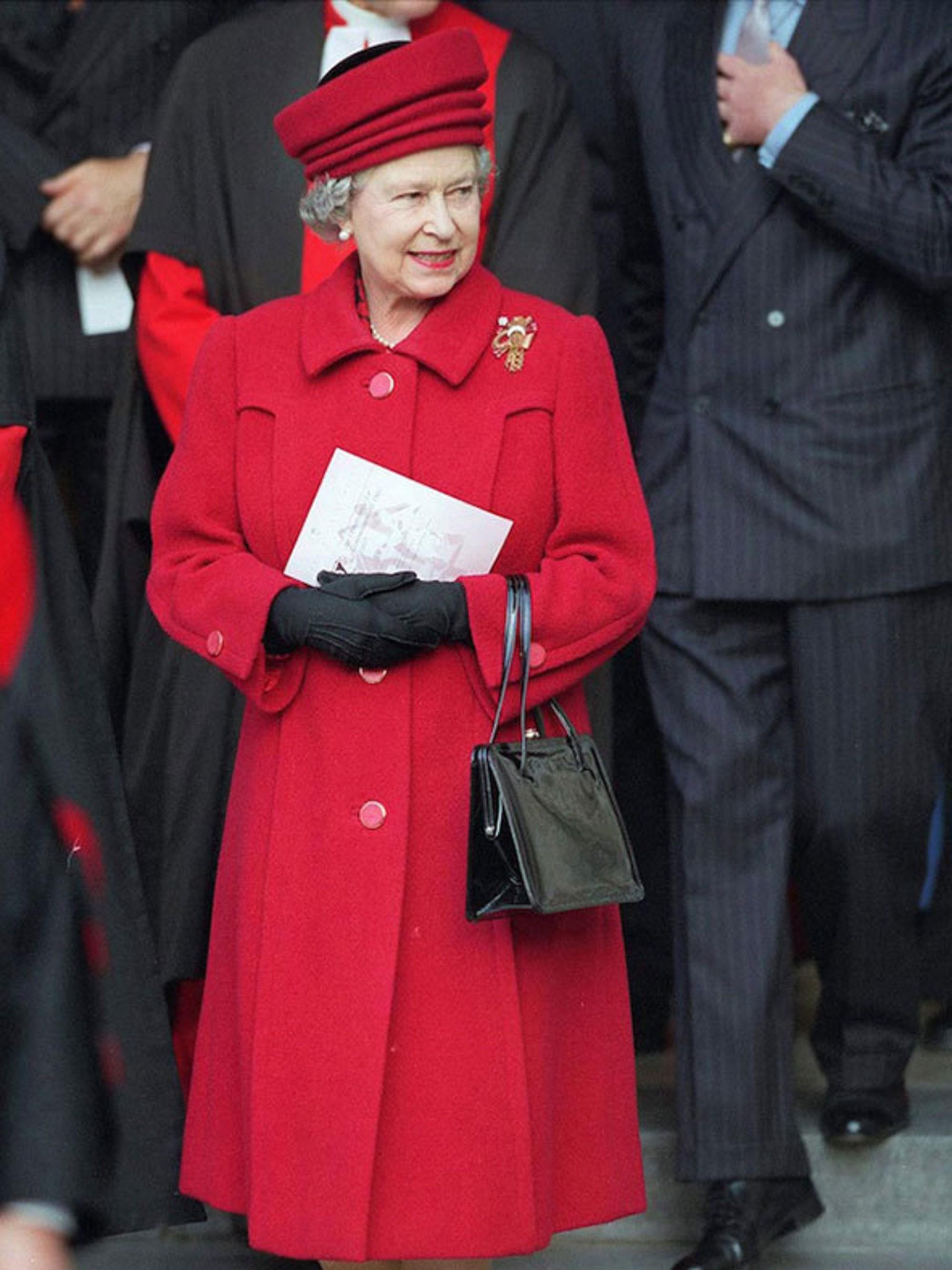 Ngoài gu diện đồ sặc sỡ, Nữ hoàng Anh còn có 5 bí mật làm nên phong cách thời trang không thể trộn lẫn - Ảnh 9.