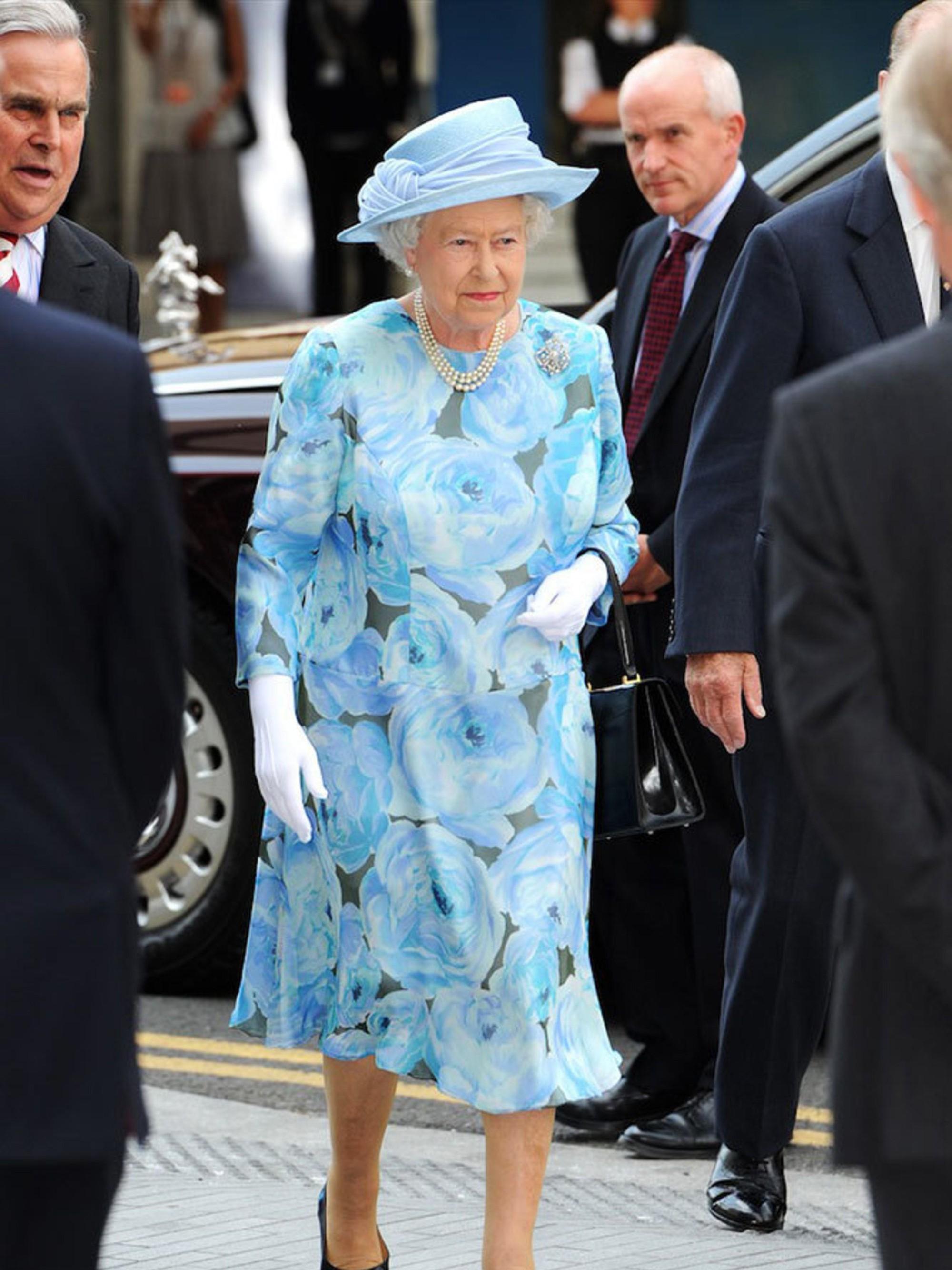 Ngoài gu diện đồ sặc sỡ, Nữ hoàng Anh còn có 5 bí mật làm nên phong cách thời trang không thể trộn lẫn - Ảnh 10.