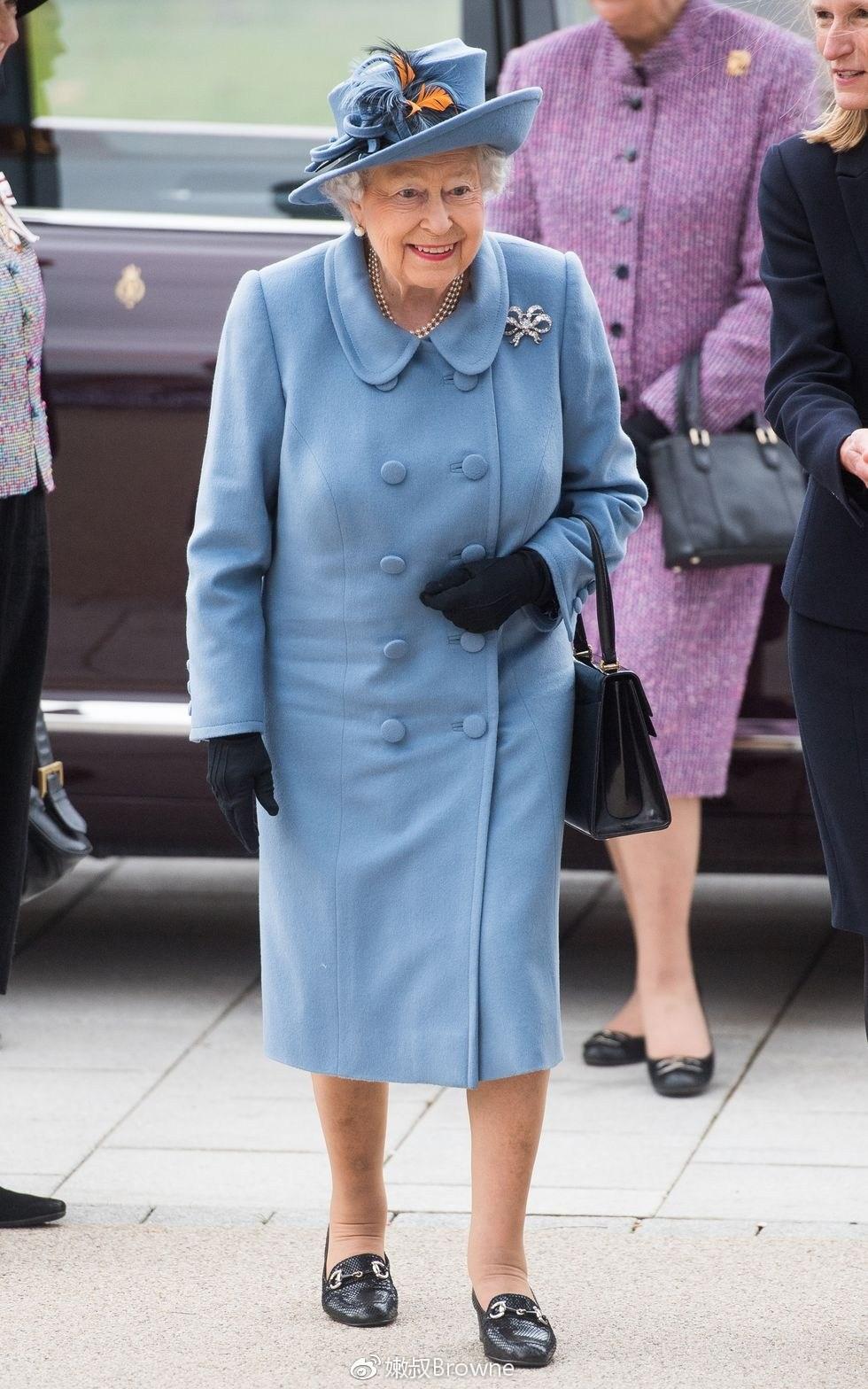 Ngoài gu diện đồ sặc sỡ, Nữ hoàng Anh còn có 5 bí mật làm nên phong cách thời trang không thể trộn lẫn - Ảnh 14.