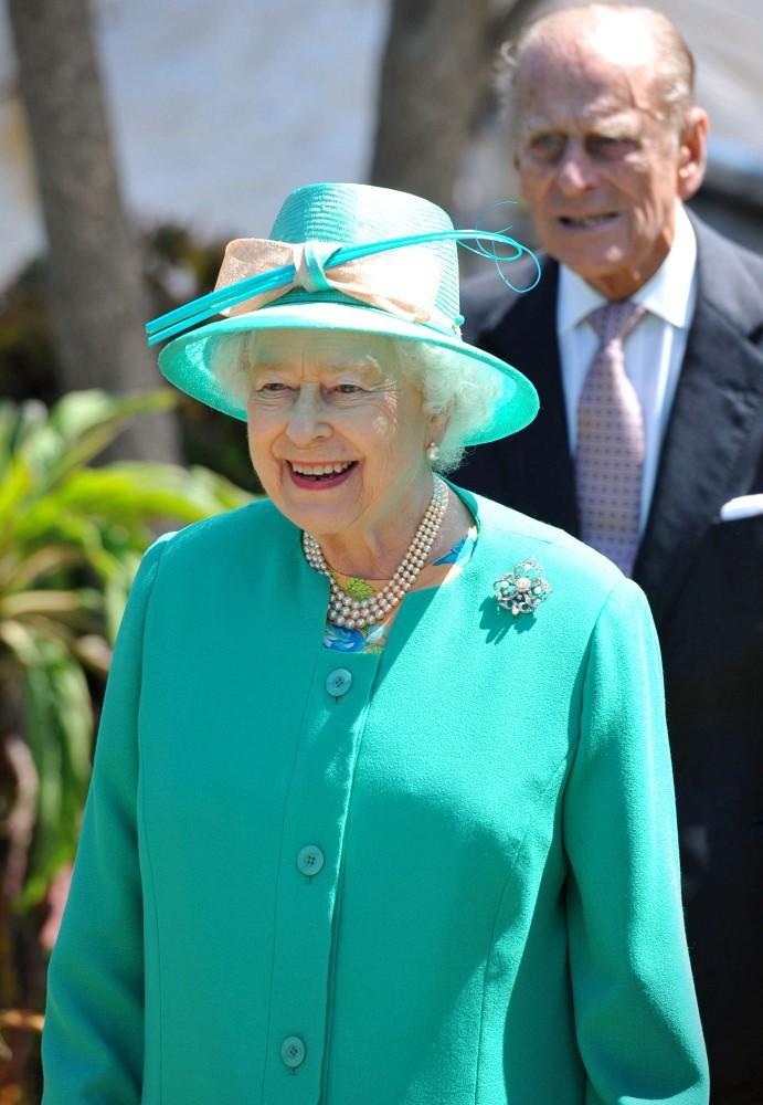 Ngoài gu diện đồ sặc sỡ, Nữ hoàng Anh còn có 5 bí mật làm nên phong cách thời trang không thể trộn lẫn - Ảnh 8.