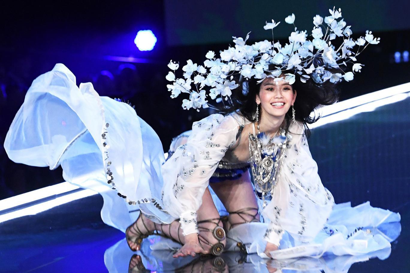 Danh sách 59 người mẫu của Victorias Secret Show 2018: Ming Xi tiếp tục diễn sau cú ngã năm ngoái, thiên thần Behati tái xuất - Ảnh 5.