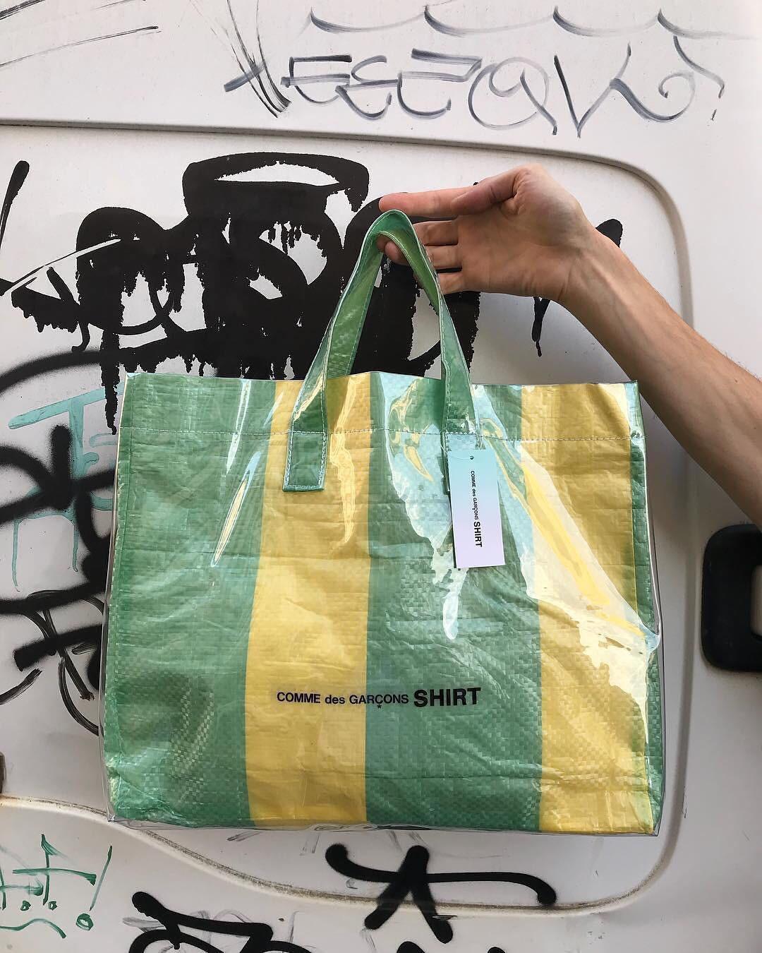 Hơn 10 triệu đồng là giá mẫu túi mới của Comme Des Garcons, và nhìn nó chẳng khác túi bạt dứa là bao - Ảnh 2.