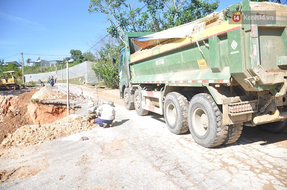 Sạt lở nghiêm trọng trên tuyến đường từ trung tâm Đà Lạt đi Suối Vàng - Ảnh 2.