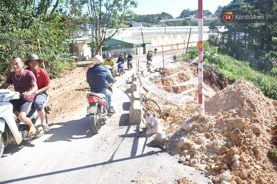 Sạt lở nghiêm trọng trên tuyến đường từ trung tâm Đà Lạt đi Suối Vàng - Ảnh 5.