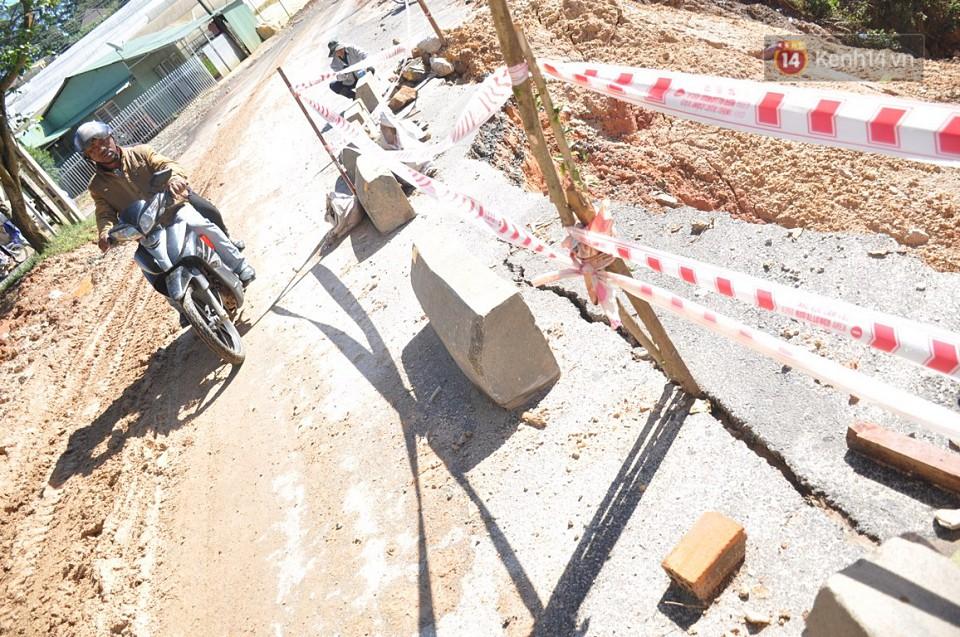 Sạt lở nghiêm trọng trên tuyến đường từ trung tâm Đà Lạt đi Suối Vàng - Ảnh 3.