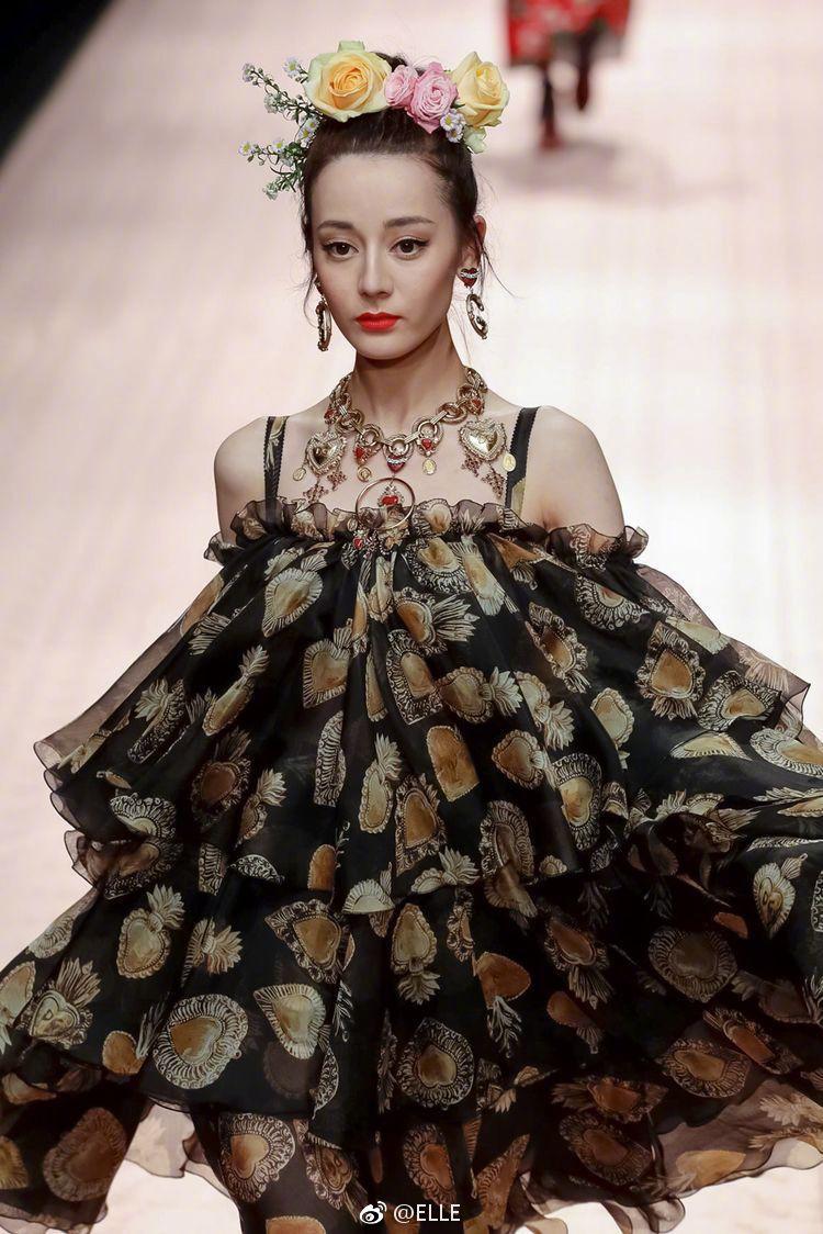 Địch Lệ Nhiệt Ba và Ming Xi: một bên mỹ nhân không góc chết, một bên người mẫu Victorias Secret nhưng đều khô quắt héo hon trên sàn catwalk - Ảnh 4.