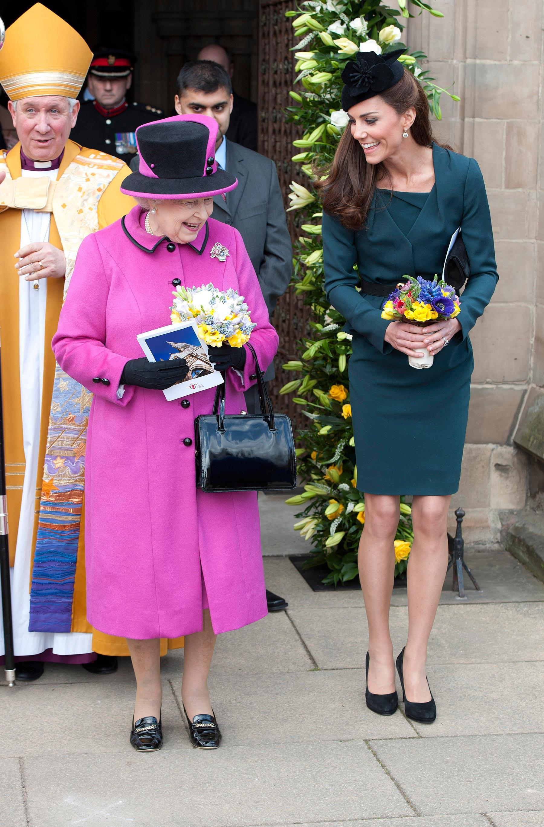 Tinh tế như Công nương Kate: chọn quần tất cũng là một nghệ thuật, vừa tự nhiên khó phát hiện lại vừa phải chắc chân, không lo tuột giày - Ảnh 1.