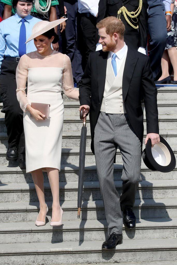 Tinh tế như Công nương Kate: chọn quần tất cũng là một nghệ thuật, vừa tự nhiên khó phát hiện lại vừa phải chắc chân, không lo tuột giày - Ảnh 2.
