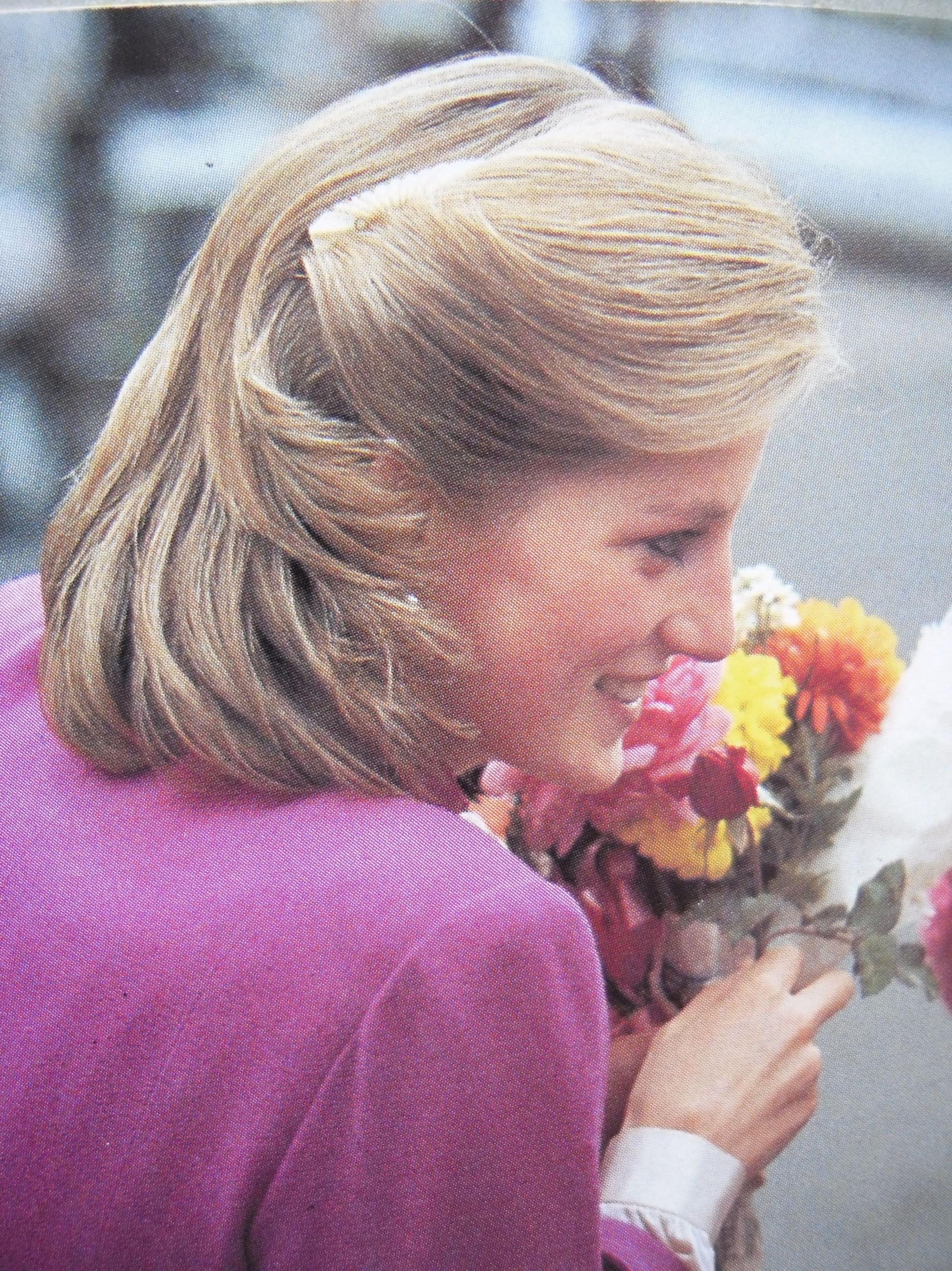 Mấy ai để ý rằng Công nương Diana cũng có một thời để tóc lỡ vai đầy dịu dàng và trang nhã đến vậy - Ảnh 4.
