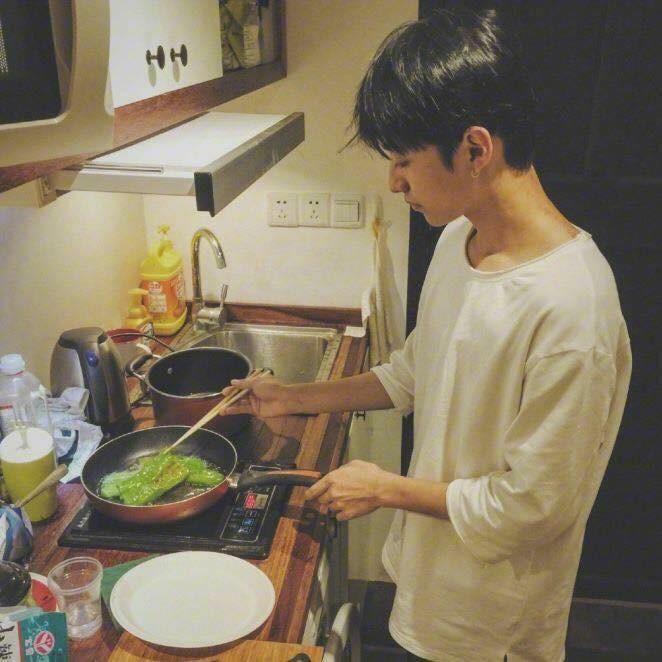 Bộ ảnh chứng minh chúng ta chắc chắn là một cặp trời sinh: Anh thì giỏi nấu, em thì giỏi ăn! - Ảnh 15.