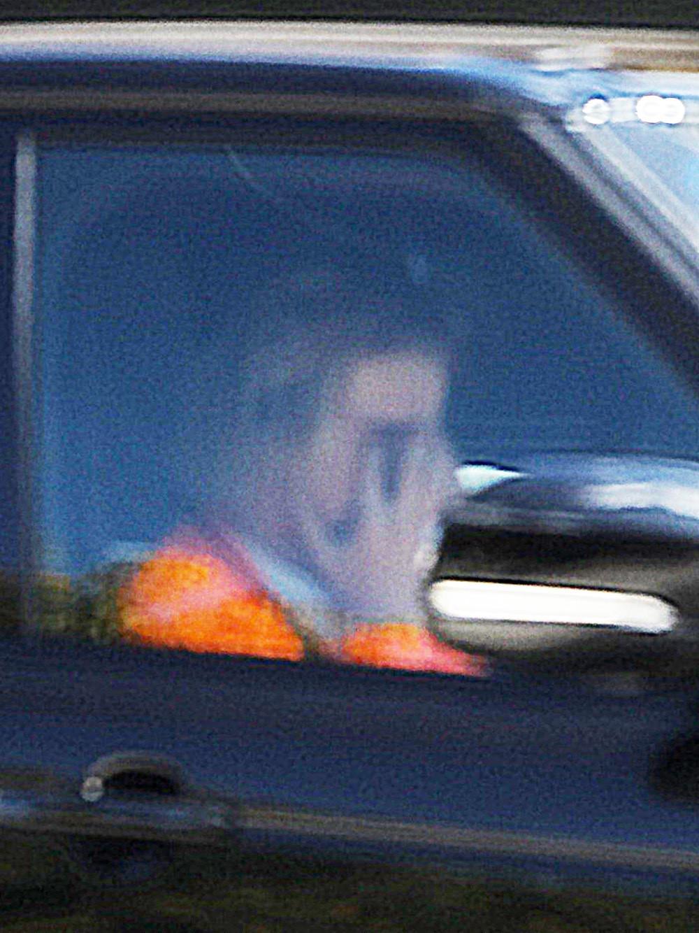 Justin Bieber bật khóc cạnh Hailey Baldwin vì tin Selena Gomez nhập viện điều trị tâm thần? - Ảnh 2.
