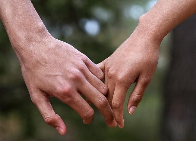 Bạn thường nắm tay người thương như thế nào? Nó tiết lộ khá nhiều điều đấy - Ảnh 5.