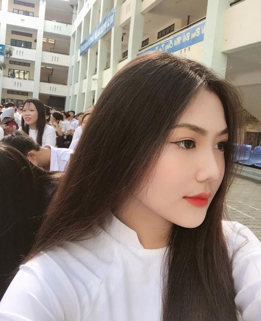 Nữ sinh Sài Gòn sinh năm 2002 tên Triệu Vy vì mẹ mê Hoàn Châu Cách Cách - Ảnh 6.