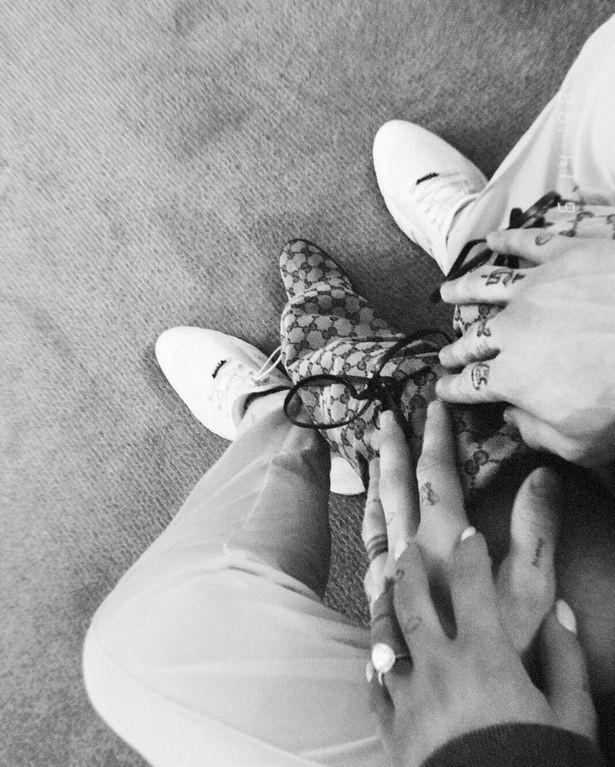 Có cả rổ hình xăm tình yêu với nhau, bạn trai cũ Ariana Grande đã bắt đầu xử lý một trong số đó sau khi chia tay - Ảnh 2.