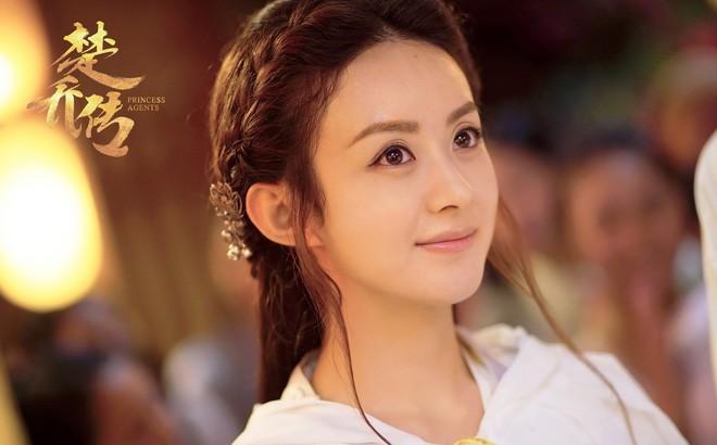 Triệu Lệ Dĩnh: Không gia thế, tiếng Anh kém, EQ thấp nhưng lại vượt mặt loạt chân dài trở thành bà Phùng danh giá - Ảnh 20.