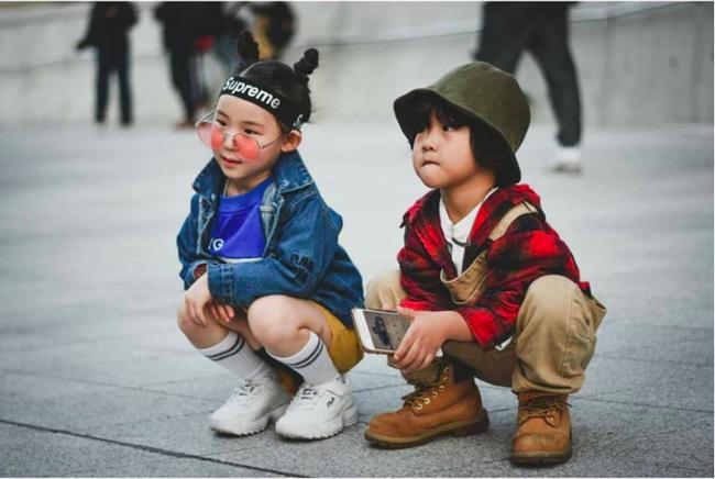 Cứ đến Seoul Fashion Week, dân tình chỉ ngóng trông street style vừa chất vừa yêu của những fashionista nhí này - Ảnh 20.