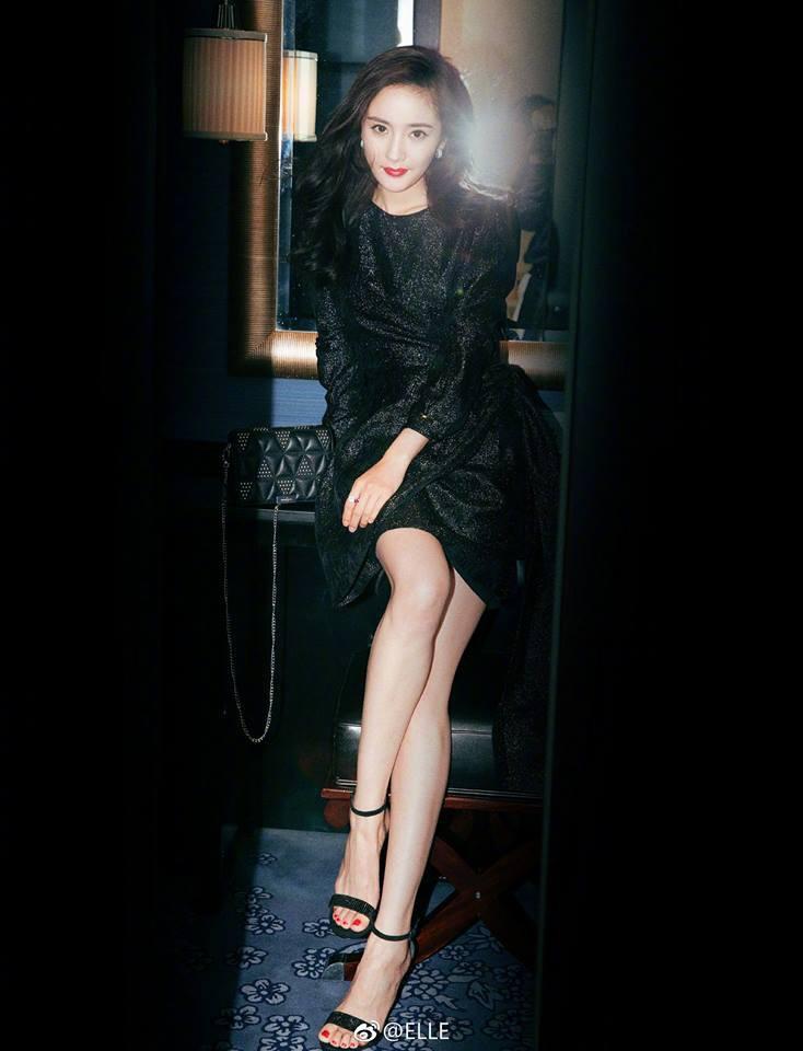 Triệu Lệ Dĩnh: Không gia thế, tiếng Anh kém, EQ thấp nhưng lại vượt mặt loạt chân dài trở thành bà Phùng danh giá - Ảnh 15.