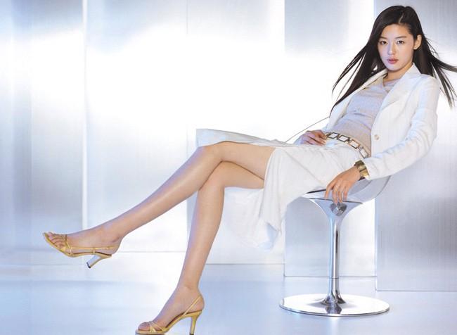 Là gái 2 con mà mợ chảnh Jeon Ji Hyun vẫn đẹp nuột nà khiến chị em tròn xoe mắt nhờ bí quyết giữ dáng này - Ảnh 3.