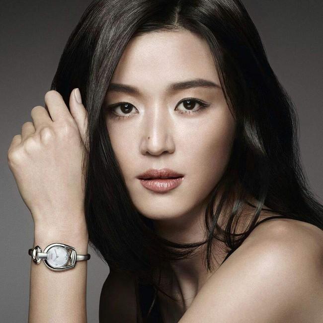Là gái 2 con mà mợ chảnh Jeon Ji Hyun vẫn đẹp nuột nà khiến chị em tròn xoe mắt nhờ bí quyết giữ dáng này - Ảnh 1.