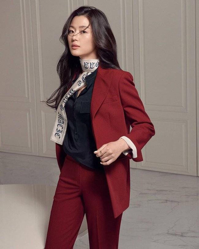Là gái 2 con mà mợ chảnh Jeon Ji Hyun vẫn đẹp nuột nà khiến chị em tròn xoe mắt nhờ bí quyết giữ dáng này - Ảnh 2.