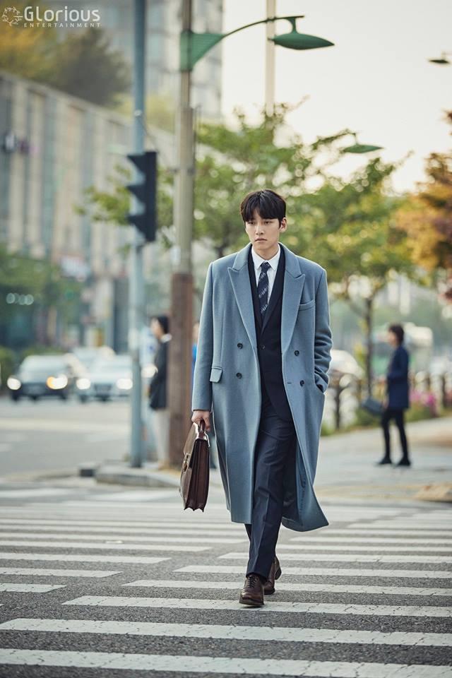 Soi phong cách công sở chuẩn Hàn trong các bộ phim đình đám - Ảnh 2.