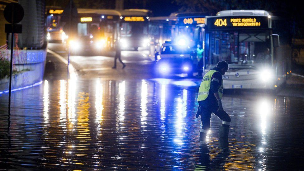 Bạn sẽ không thể tin nổi đây là thành phố Rome chỉ sau một cơn mưa đá và lũ quét - Ảnh 3.